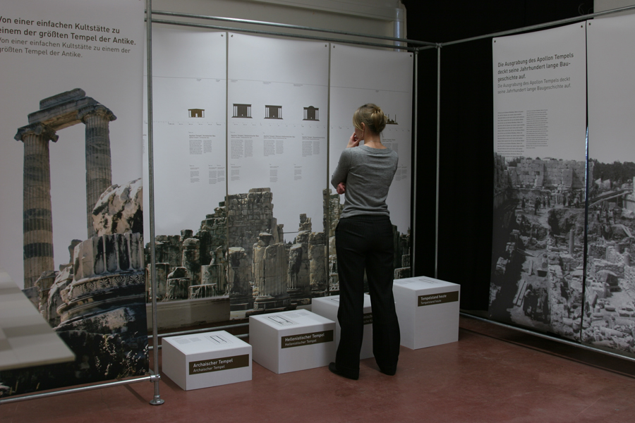 Testaufbau der Ausstellung in 1:1
